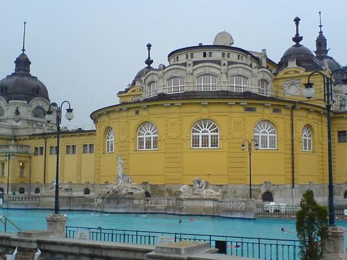 park hungary zwembad budapest swimmingpool thermalbath hongarije varosliget szechenyifurdo