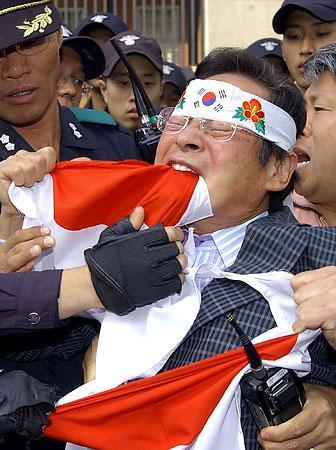 korean-flag-eating.jpg