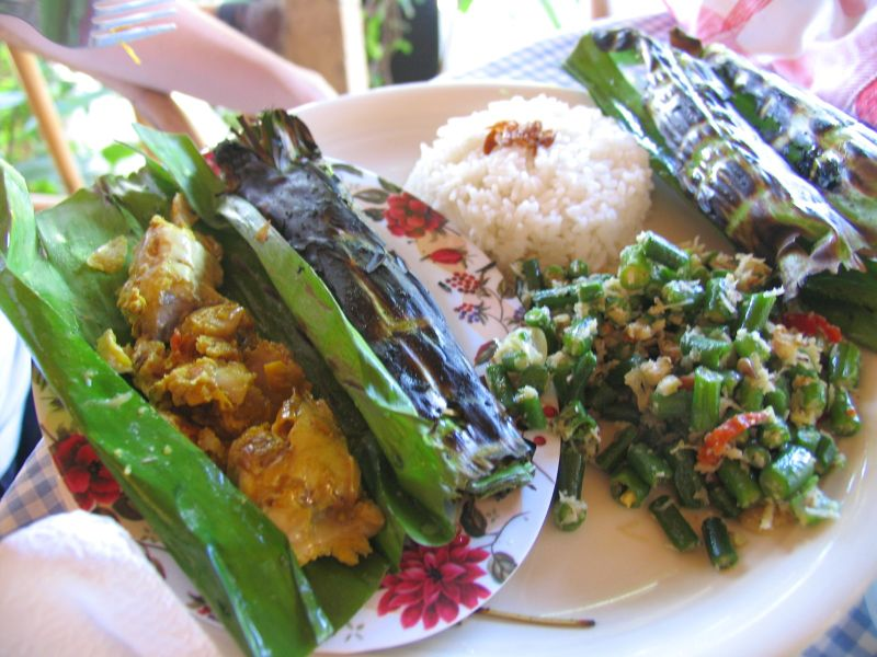 Pepes ikan and jukut urab at Warung Makan