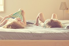 No more monkeys jumping on the bed! (Valspring) Tags: sisters vintage happiness retro antigua nias windowlight afternoonlight hermanas colorespastel pastelcolors vidacotidiana mutedtones luzdetarde girlslaughing luzdeventana nenasriendose