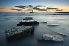 St. Mary's Lighthouse (Alistair Bennett) Tags: lighthouse seascape sunrise coast rocks polarizer stmarys whitleybay tynewear oldhartley canonefs1022 gnd075he