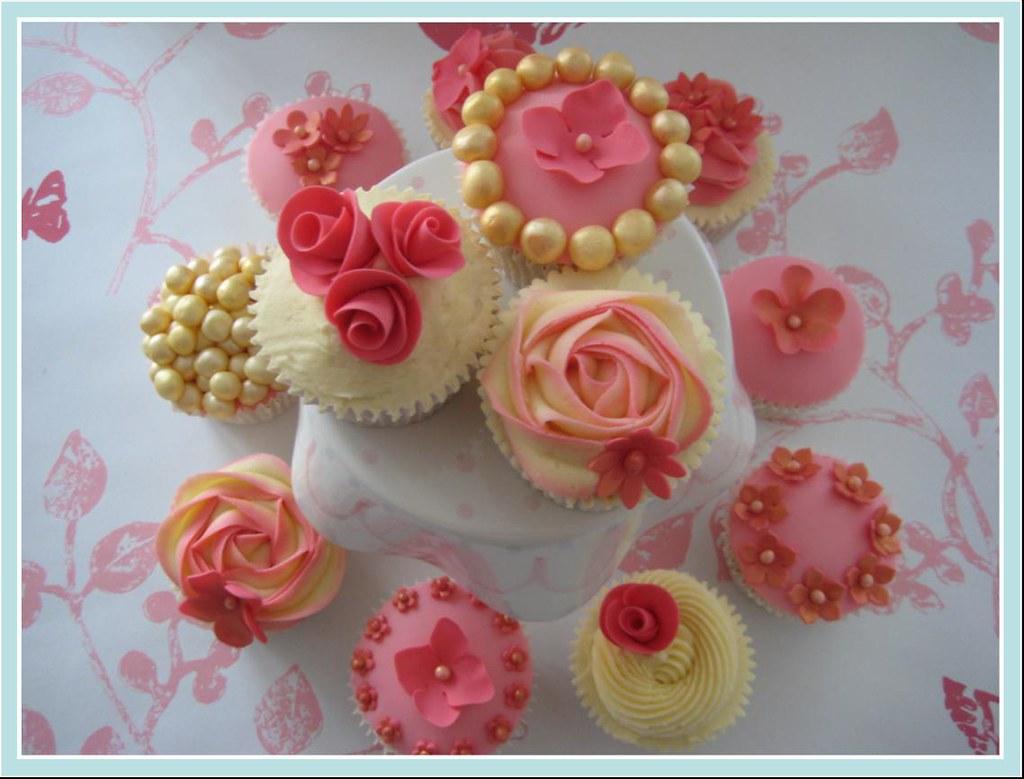 Beautiful flower cupcakes from fair cake cupcake class izmirmasajfo