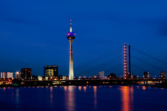 Duesseldorf Skyline (endraum) Tags: reflection skyline night canon river germany deutschland eos lights europe long exposure dsseldorf rhein duesseldorf bronzemedal flickrsbest 25faves 400d abigfave endraum excellentphotographerawards fotocompetition fotocompetitionbronze