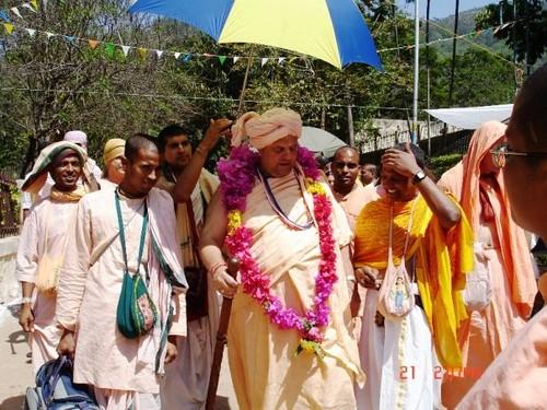 H H Jayapataka Swami in Tirupati 2006 - 0046 por ISKCON desire  tree.
