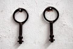 Double Female (Regina J.) Tags: vienna wien building keys austria sterreich nikon rust key closed rusty rail disused arsenal d300s nikond300s tamronspdiii1750mmf28 objekt210 railtecarsenal readytodemolish beforeindustrialdemolotion