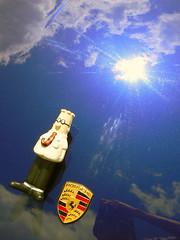 dilbert on the beach (Ol.v!er [H2vPk]) Tags: blue sun france car soleil voiture bleu porsche hood normandie dilbert bonnet normandy giverny capot