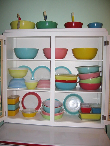 Retro coloured Corning and Pyrex collection, via Flickr: JoyfulOtter