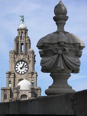 Liver Building (rattyfied) Tags: holiday liverpool threegraces whatsyouranglebuddy liverbuilding portofliverpool famousbuildingsaroundtheworld