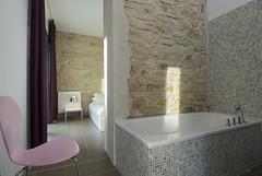 Salle de bain et chambre dans la suite