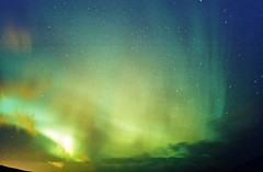Dancing Lights (Samer Farha) Tags: longexposure film iceland northernlights auroraborealis november2002 ~45secondexposure reykjanesspeninsula