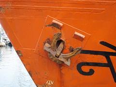 Proa taronja (ester68) Tags: barcelona orange port puerto harbor barco ship naranja ancla ancora taronja vaixell proa portdebarcelona bfv1