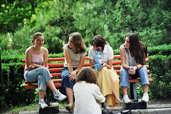 Romanians teenagers, Iasi -Romania (liormania) Tags: city parque orange green gardens bench teenagers romania iasi moldova roumanie romanians moldavia moldava bakalu mbakalu