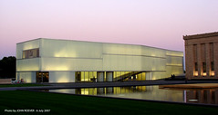 Bloch Building, July 2007 (31) (photography.by.ROEVER) Tags: art museum architecture evening dusk july kansascity kc nelsonatkins nelsonatkinsmuseumofart 2007 1000views stevenholl kansascitymissouri 2000views blochbuilding
