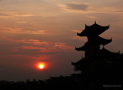 temple sunset (jobarracuda) Tags: china sunset silhouette temple lumix fz50 panasoniclumix dmcfz50 superaplus aplusphoto huojie jobarracuda