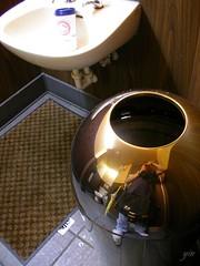 Starbucks的廁所裡都有一個大垃圾桶
