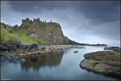 1258 (Dunluce Castle) (Joserra Irusta) Tags: trip viaje sea costa clouds reflections coast mar nikon shorelines eire ruinas nubes northernireland torreon atlanticocean reflejos portrush antrim almenas acantilados dunlucecastle portballintrae oceanoatlantico irlandadelnorte joserrairusta d700 castillodedunluce tamrom1735 wwwjoserrairustacom