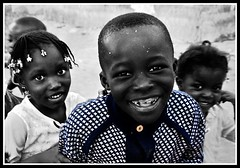Mali (Clara Cabezas) Tags: africa portrait blackandwhite bw color blancoynegro face canon cutout children retrato cara nios bn enfants sonrisa mali ritratti ropa afrique segou selectivecolourisation 400d colorselectivo canon400d