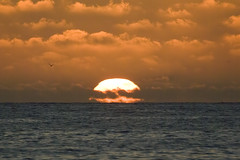 sunset-3 (Carlos F1) Tags: ocean sunset red sea orange sun sol beach atardecer mar twilight rojo fuji sundown s2pro playa atlantic amanecer puestadesol naranja madeira ocaso funchal s2 fnc pauldomar