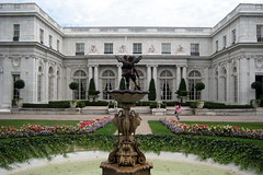 RI - Newport - Rosecliff (wallyg) Tags: ri fountain landmark rhodeisland newport mansion rosecliff mckimmeadandwhite gildedage mckimmeadwhite nationalregisterofhistoricplaces nrhp newportcounty aquidneckisland stanfordwhite usnationalregisterofhistoricplaces preservationsocietyofnewportcounty theresafairolerichs hermanoelrichshouse jedgarmonroehouse edgarmonroehouse