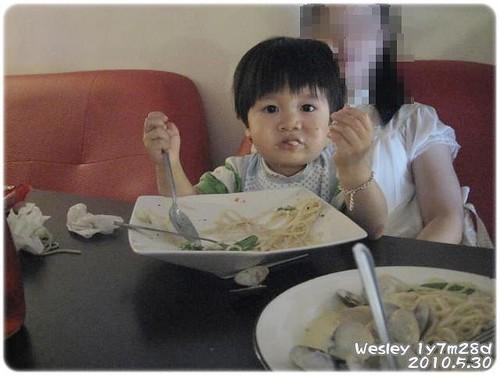 100530-卓古拉吃午餐