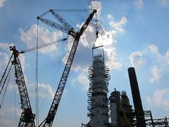 mega cranes @ BP refinery (vinzcha) Tags: crane indiana bp whiting britishpetroleum