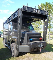 Armored police swat vehicle (Francis Lenn) Tags: 2005 blue red mars usa lights ramp competition ramps assault american eua vehicle armored swat roundup vehiculo eeuu competición blindado blindat competició