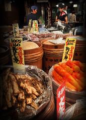 La seorona va a la compra (DFD'81) Tags: travel viaje people food color japan pen kyoto gente market olympus mercado  nippon cart tradition miss japon ep1 tradicin seora alimentos