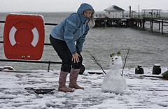 snowman (s0ulsurfing) Tags: winter woman snow cold ice lady canon fun island snowflakes pier frozen sticks snowman focus funny frost january humour powder lindo isleofwight snowing isle wight icecrystals 2010 precipitation genial s0ulsurfing coastuk familygetty2010 welcomeuk