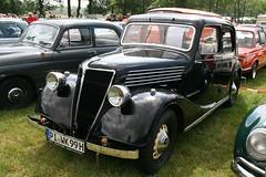 Renault ?....quatre (sonjasfotos) Tags: vintage classiccar renault oldtimer youngtimer bockhorn oldtimermarkt oldtimertreffen primaquatre monaquatre vivaquatre
