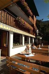 auf der Terrasse im Adler (adlermellau) Tags: mellau wintersport bregenzerwald gasthofadler kferhof familiematt sommersport ksestrae