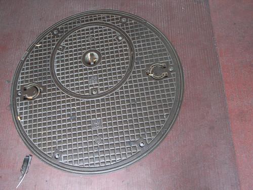 Recursive manhole cover