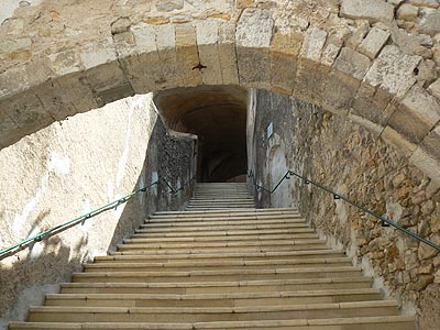 grand escalier blanc.jpg
