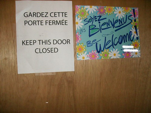 GARDEZ CETTE PORTE FERMEE - KEEP THIS DOOR CLOSED/ SOYEZ LES BIENVENUS! BE WELCOME!