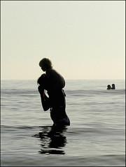 Non colours in colours at sea (Yolande...) Tags: sea people silhouette zee explore ef ijmuiden impressedbeauty ultimateshot noncoloursincolour