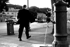 why are we always in a hurry? (Vito Santoro) Tags: bw italians nikond80 visionsvisions whyarewealwaysinahurry