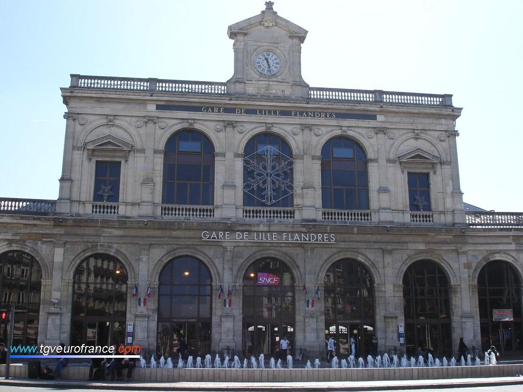 Vue de la façade extérieure de la gare de Lille Flandres