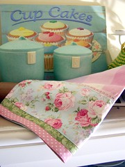 Cupcakes and a shabby chic tea towel