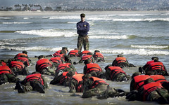 Hell Week Surf Drill (US Navy) Tags: ocean beach training military sailors seal militar coronado usnavy oficial physical entrenamiento estudiantes ocano unitedstatesnavy marineros hellweek