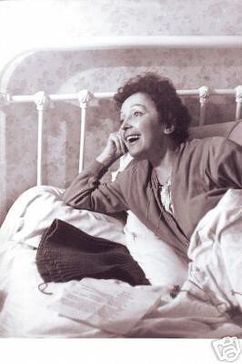 Édith Piaf knitting 3