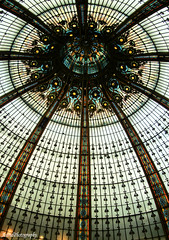 Lafayette ....... (Astrid Photography.) Tags: roof paris france window lafayette shoppingcentre stainedglass departmentstore excellence of mywinner abigfave explore156 astridphotography betterthangood artofimages creativecameraowner takeabowsoeshield