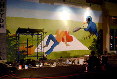 some headless people avec a smoking bird (QuEpAsA Boy!) Tags: people man bird art headless night painting mural paint downtown artist tucson watching workinprogress smoking rialtotheatre painter buckets
