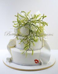 Mistletoe (Bettys Sugar Dreams) Tags: christmas germany weihnachten kiss hamburg betty bow mistletoe bling kuss torte schleife torten mistel kristalle mistelzweig weihnachtstorte motivtorten bettyssugardreams bettinaschliephakeburchardt