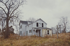 (yyellowbird) Tags: house abandoned illinois rockford