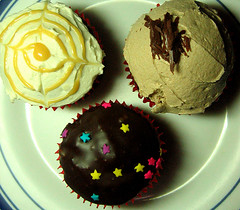 Cupcake Trio (TwistedHalo) Tags: cupcakes sweet philippines sugarrush gonutsdonuts