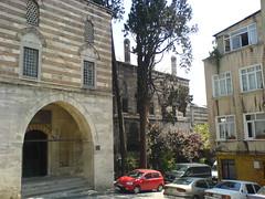 Sokollu Mehmet Paa Camii, accs ouest par la medersa (cercamon) Tags: istanbul mosque cami estambul mosque kadirga mimarsinan sokullu sokollumehmetpasha kadrga sokollumehmetpaacamii sokollumehmetpaa kadirgasokullumosque