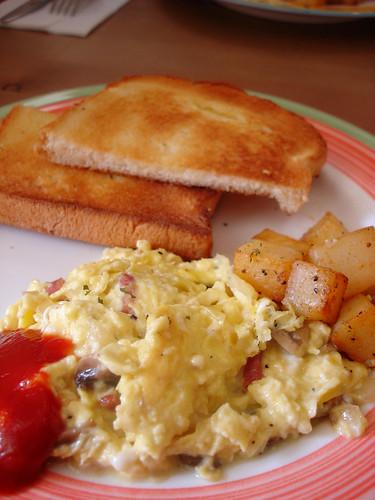 brunch-主餐-鮮菇培根炒蛋