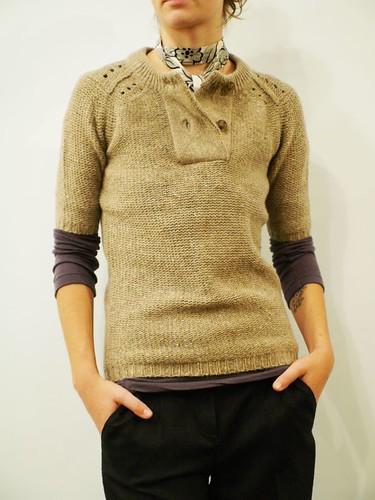 Áo len ngắn tay kết hợp trang phục nào?