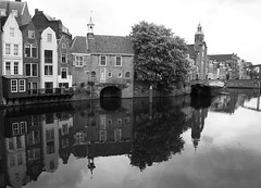 aelbrechtskolk (vannellestijnr) Tags: city haven holland photoshop canon blackwhite rotterdam europe harbour nederland delfshaven pelgrimskerk zakkendragershuisje aelbrechtskolk richardvannellestijn