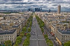 La Défense, vue de l'Arc de Triomphe (patrickhh) Tags: paris france arcdetriomphe flickrmeet ladéfense lightroom postkarte fototour fa2828 Übersichtsbild