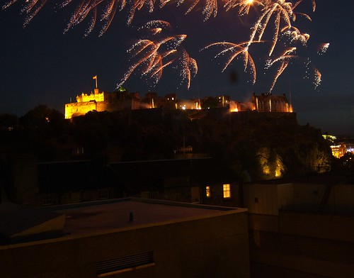 Edinburgh Castle Fireworks night 2007 4